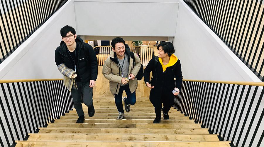 左からドルトン東京学園 片上先生、木之下先生、ガイアックス 日比