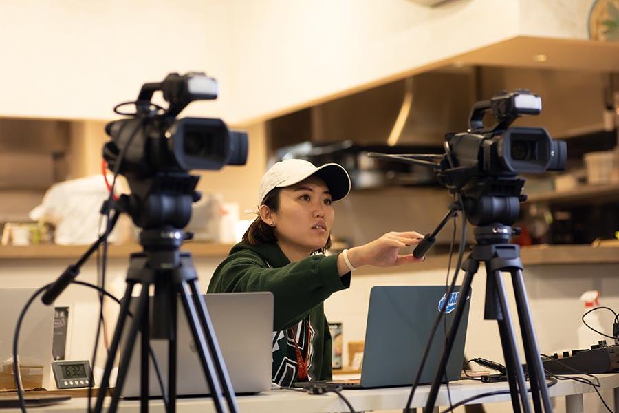 【Zoom】カメラ2台で画角を変えつつ、オンライン配信する方法