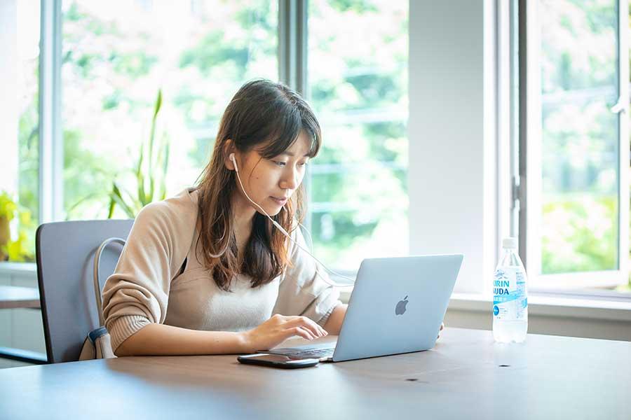 オンライン就活のメリットと、学生や企業が有効活用するポイント